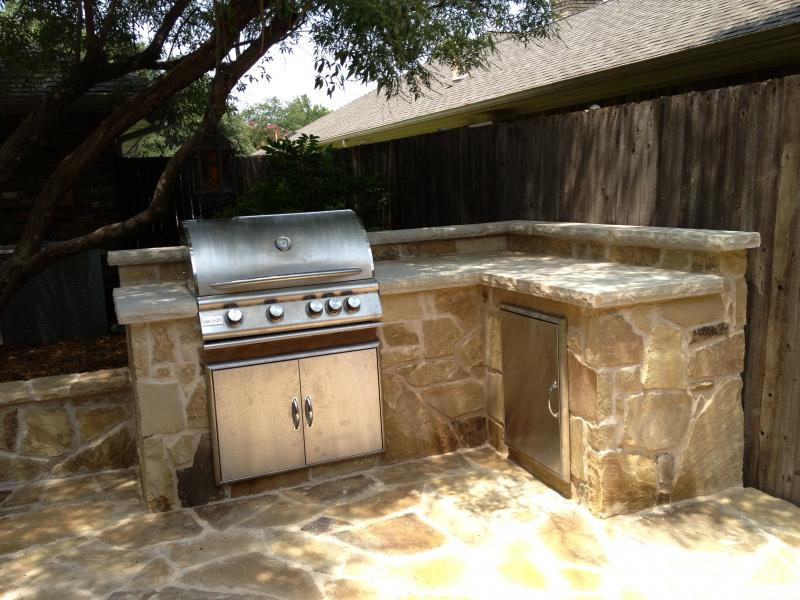 Garden kitchen with milsap stone